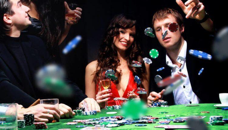 Đặt cược Poker